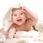 نوزاد با لبخند